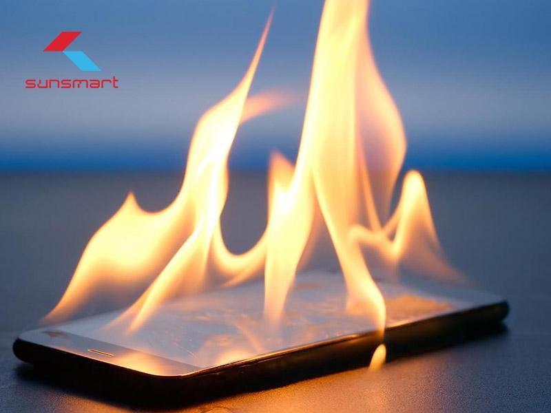 5 nguyên nhân khiến viên sạc smartphone bị nóng AI CŨNG MẮC PHẢI